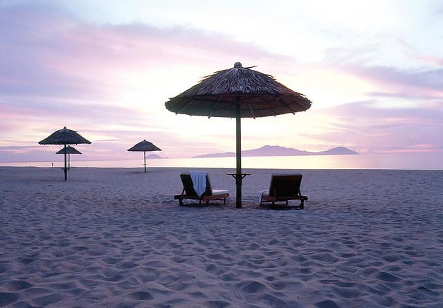 Amanecer en una playa de HoiAn