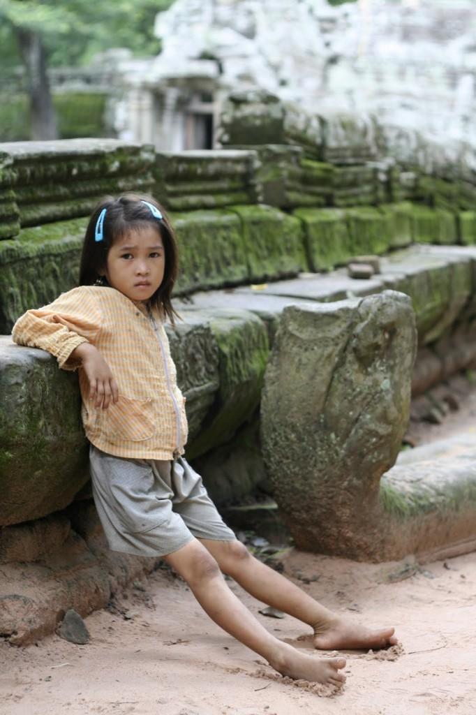 Niña en Angkor, Camboya