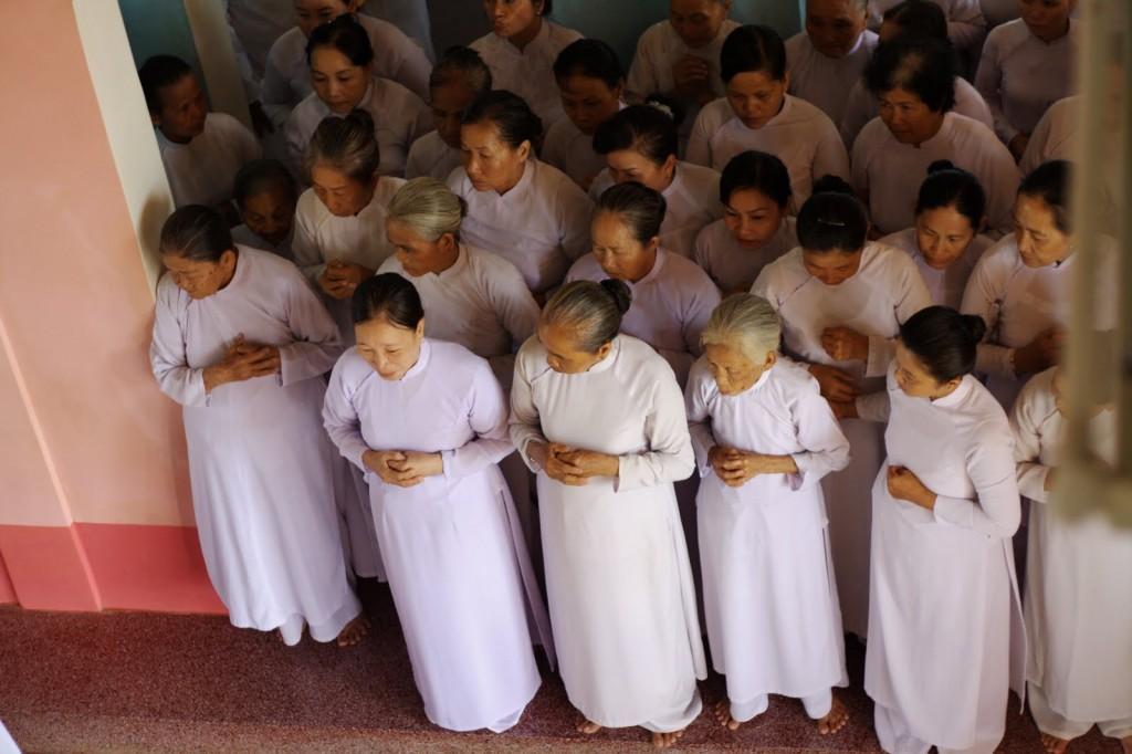 Mujeres en el Templo Cao Dai, Vietnam