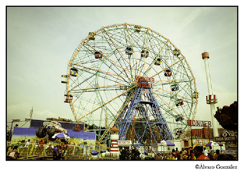 La noria Wonder Wheel, Coney Island, New York