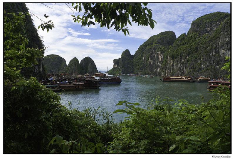 Barcos varados en la Bahía de Halong, Vietnam