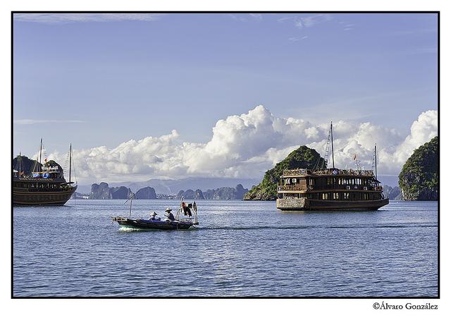Navegando la bahía de Halong, Vietnam