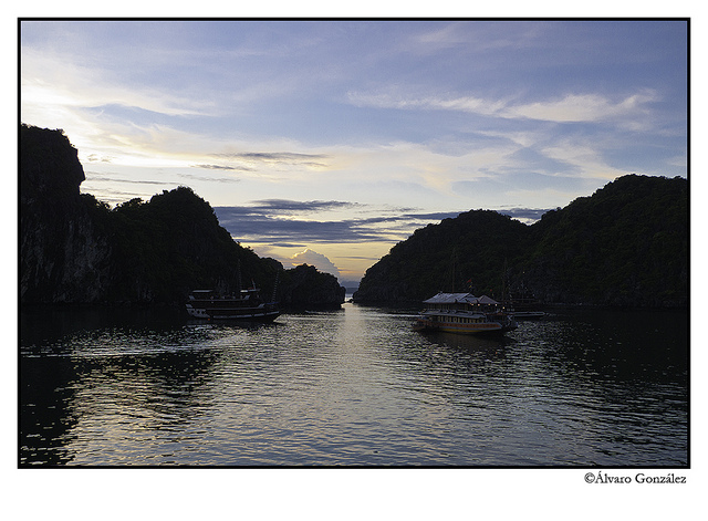 Atardecer en la Bahía de Halong, Vietnam