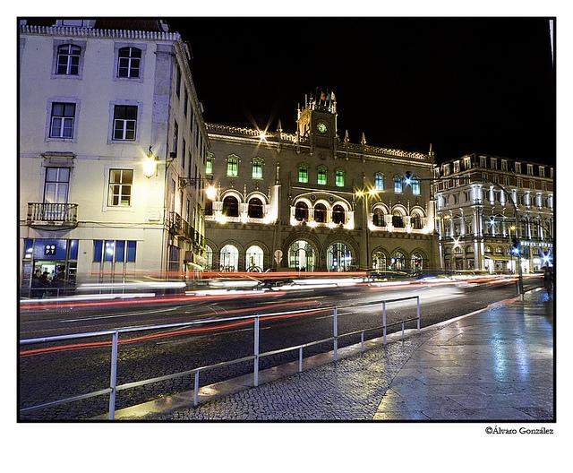 Edificio de Correos de Lisboa iluminado en Navidad, Portugal