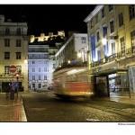 Tranvia nocturno en Lisboa, Portugal, Navidad