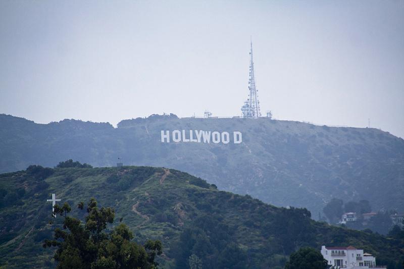Vistas del cartel de Hollywood desde el Hollywood & Highland, Los Ángeles, California