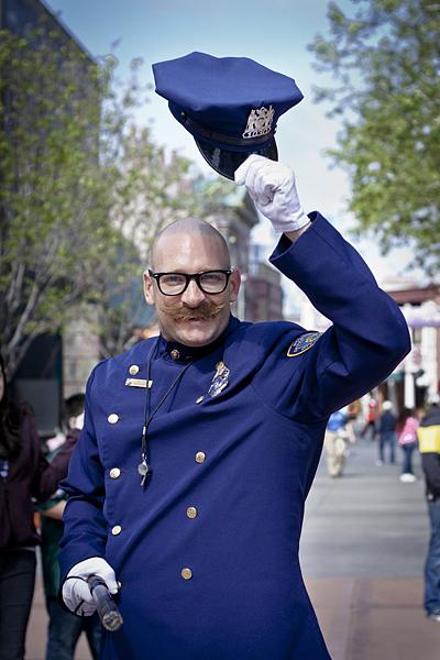 Actor animando a los visitantes en Universal Studios, Los Angeles, California