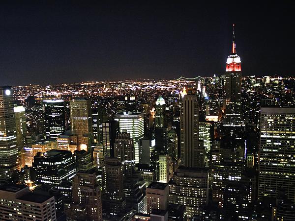 Rascacielos de noche en Nueva york