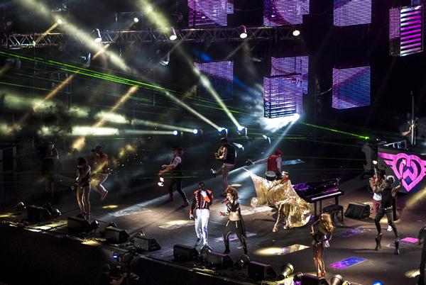 Will.I.am y Eva Simons en Malta para MTV