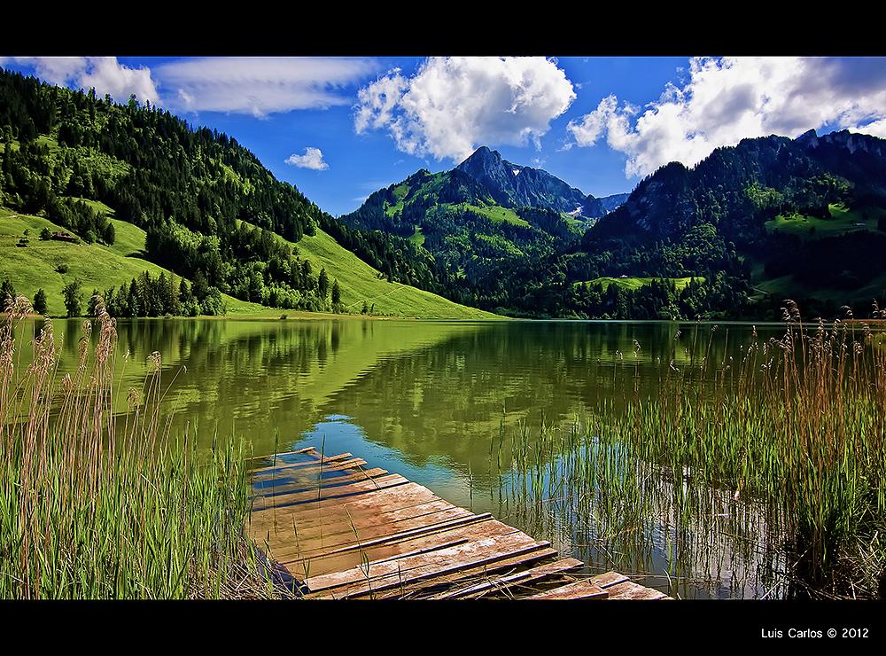 Embarcadero en el Lago Negro, en Friburgo, Suiza