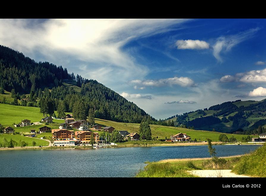 Vistas del lago negro y de la Hostellerie am Schwarzsee