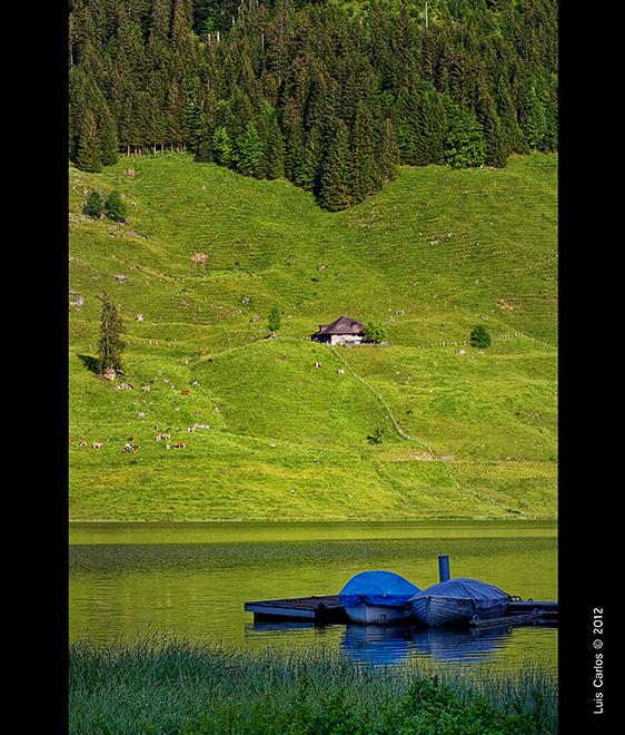 Una barca en el Lago Negro