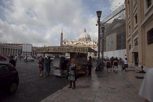Vistas de la Cúpula de San Pedro en el Vaticano, Roma, Italia