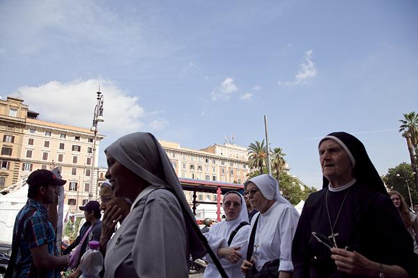 Un grupo de monjas por el Vaticano, en Roma