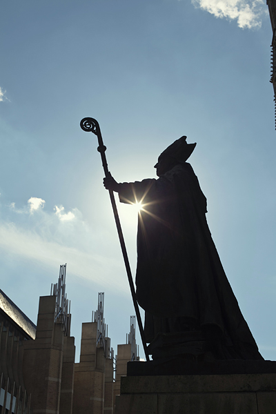 Estatua de San Miguel en la Catedral de Bruselas