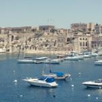Costa de Malta con barcos