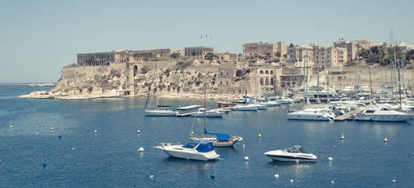Costa de Malta con barcos, qué ver en malta