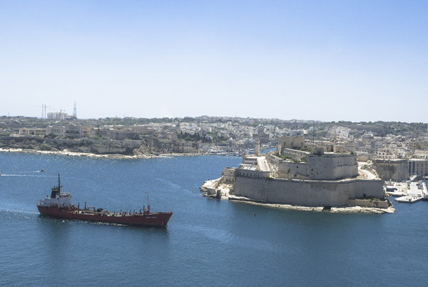 Costa de Malta y barco