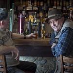 Dos personas en un pub de Irlanda, Arranmore Island, Donegal