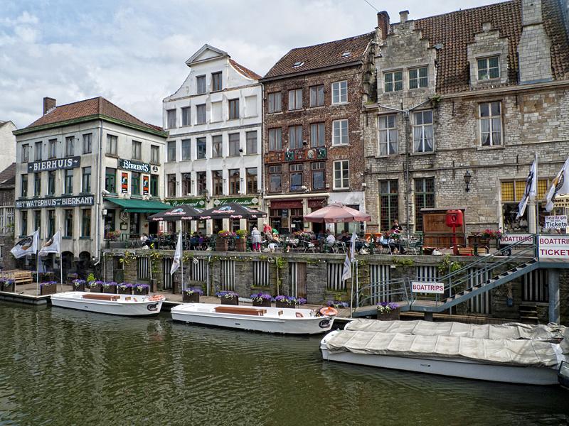 Muelles en Gante, Flandes, Bélgica