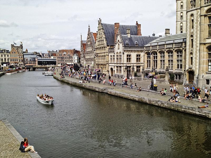 Muelles de Grasslei en Gante, Flandes, Bélgica
