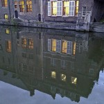 Muelles de noche en Gante, Flandes, Bélgica