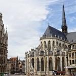 Ayuntamiento y Catedral en Lovaina, Bélgica