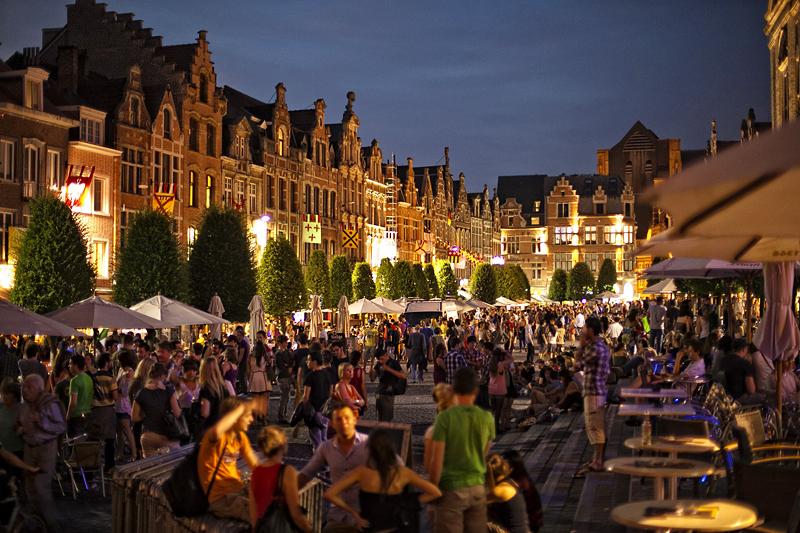 Oude Markt, la barra más grande del mundo, Lovaina, Bélgica