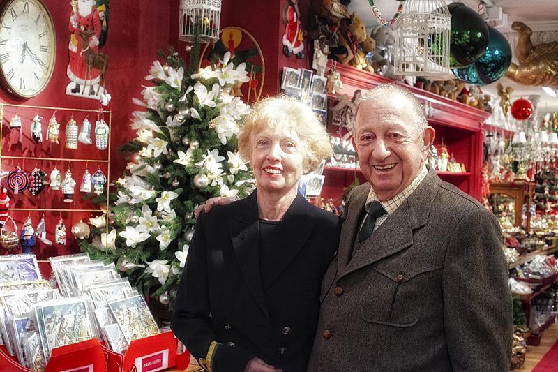 Retrato de Johann Wanner y su esposa en su tienda de Basilea, Suiza