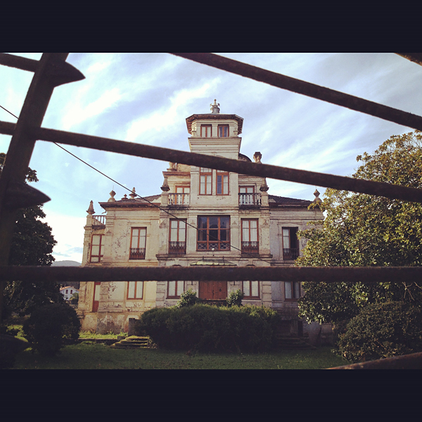 """Casa donde se rodó la película """"El Orfanato"""", en Llanes, Asturias"""