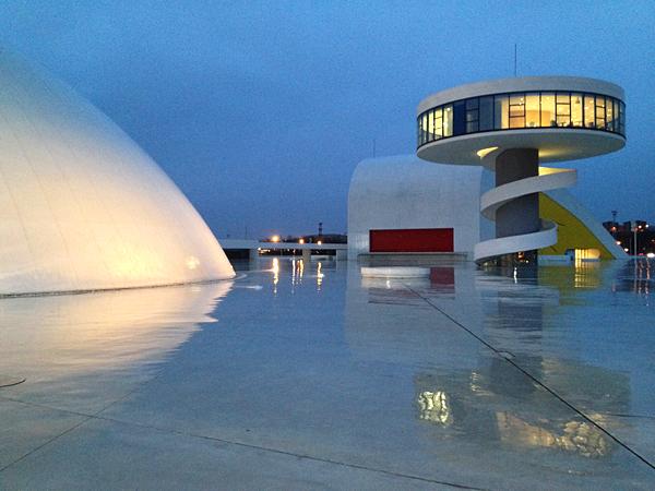 Centro Niemeyer, Avilés, Asturias, Viajar a Asturias