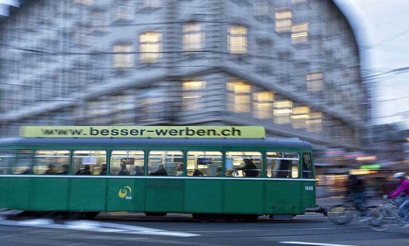 Tranvías en el centro de Basilea,