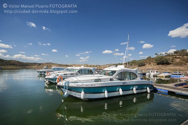 navegando por el lago de alqueva portugal ameira marina