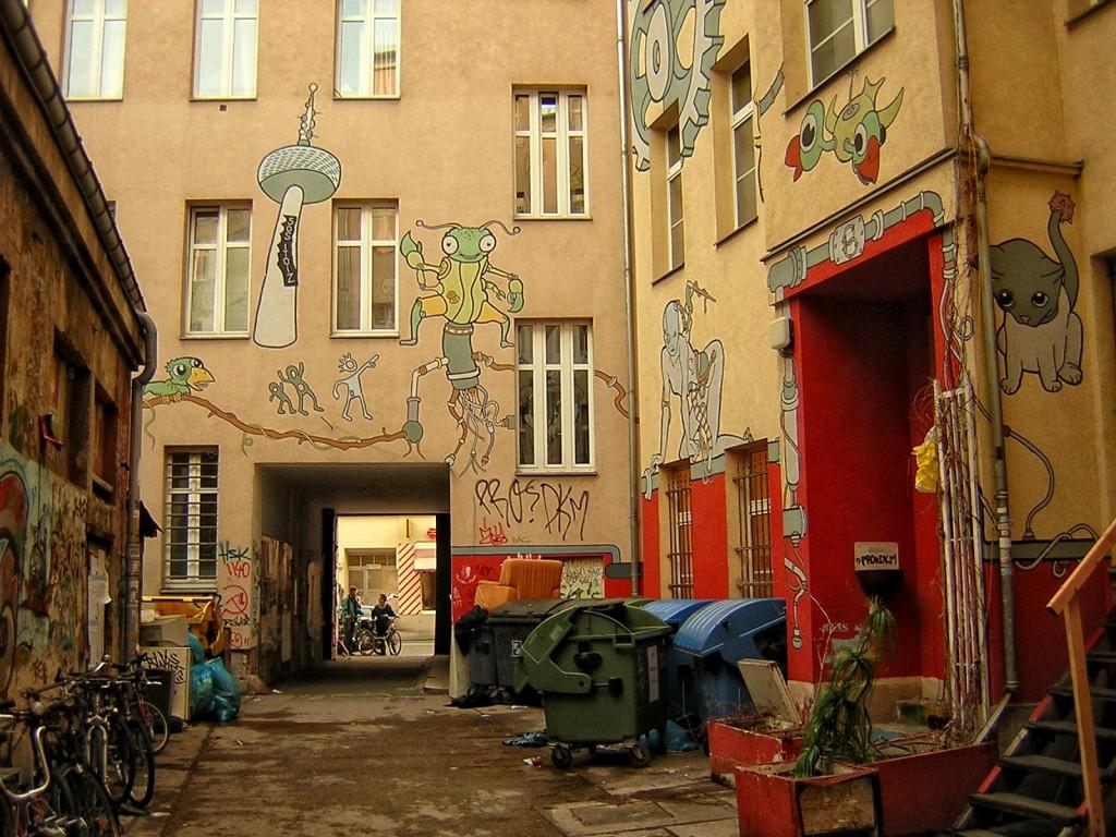 patio interior de vivienda en Berlín, turismo musical en Berlín