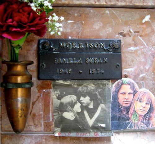 tumba de Pamela Couson, la novia de Jim Morrison