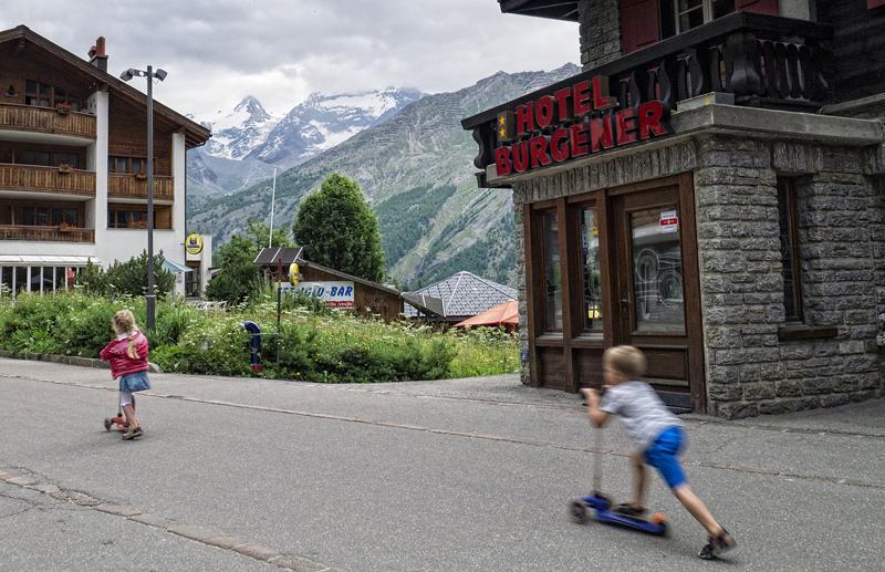 viajar con niños a los alpes suizos, suiza, saas fee