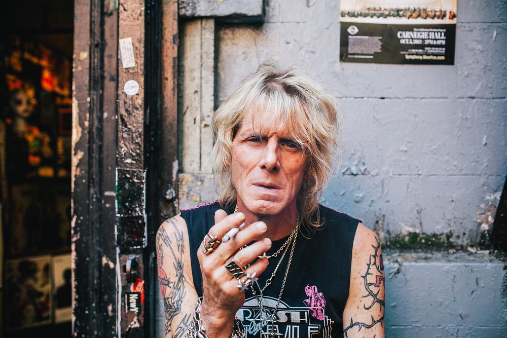 El amigo Jimmy, siempre dispuesto a contar una historia y a echar un cigarrito.