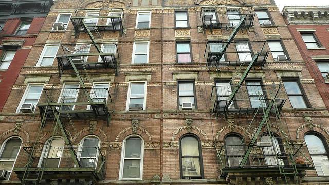 Portada Phisycal Graffitti de Led Zeppelin, ruta punk por nueva york