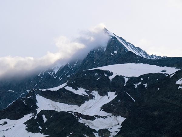 Las cimas en verano mantiene la nieve