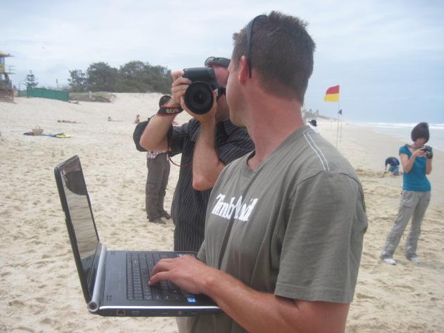 trabajando en la playa