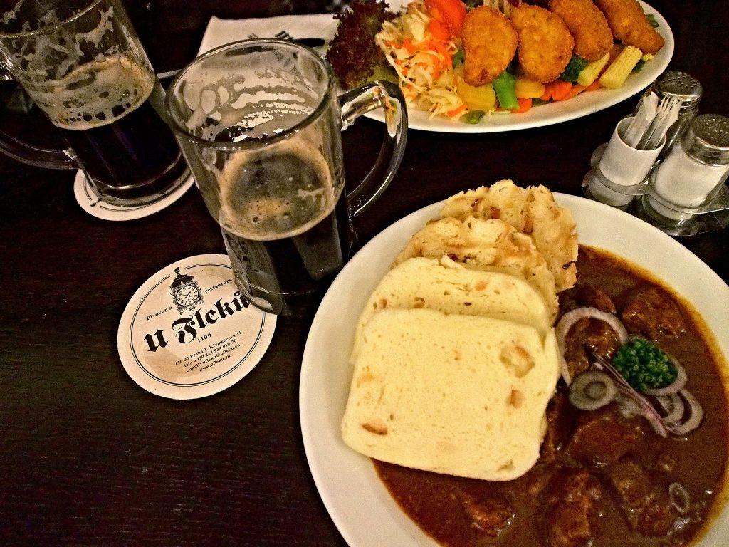 mejores cafés cervecerías y restaurantes de Praga
