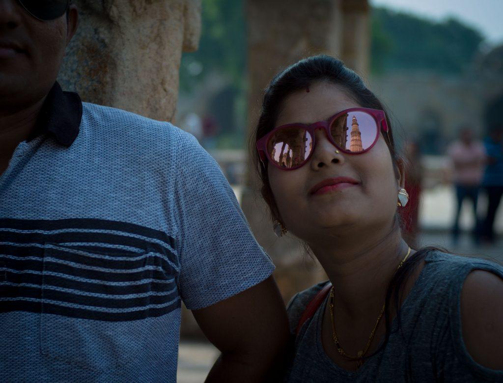 Mujer con gafas, Qutb Minar